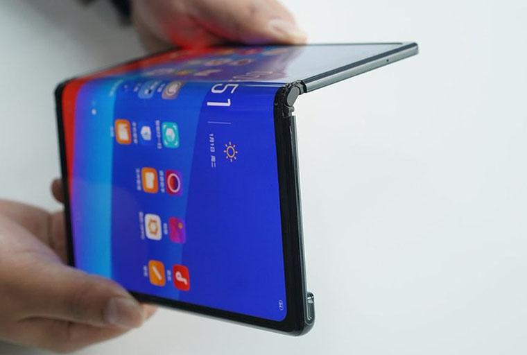 Hé lộ phiên bản smartphone gập 2 lần của Samsung
